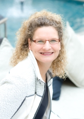 Author_Picture_Beate_Boeker_at_water